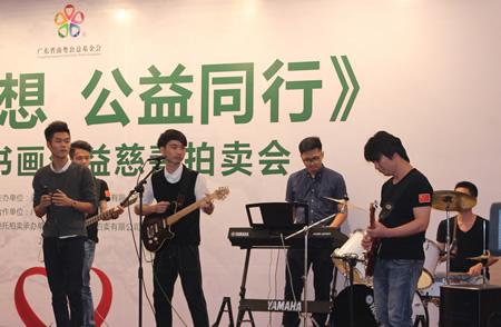 陈沐夫,吴镇光,马巨中等十二位公益慈善书画家还将自己的部分作品拍图片